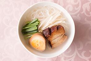 台湾風 角煮白湯(パイタン)ビーフン